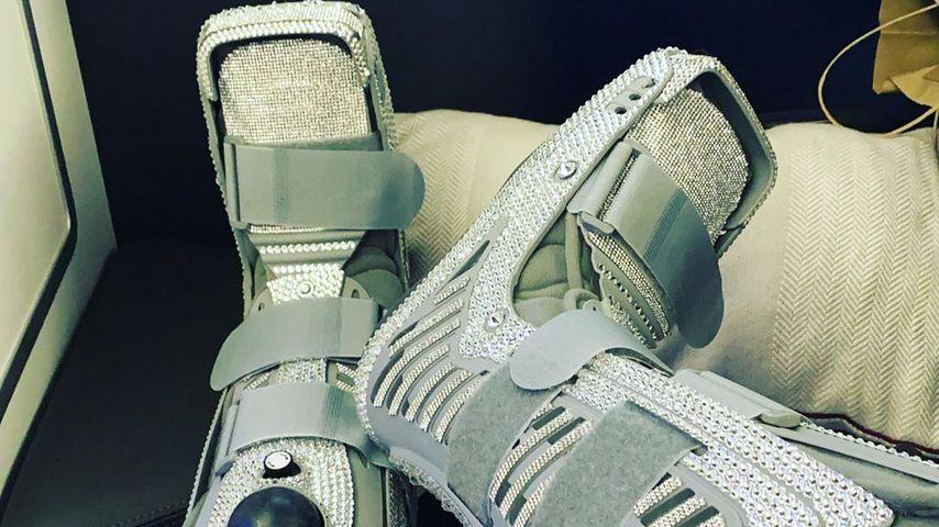 Katie Price' Fußorthesen