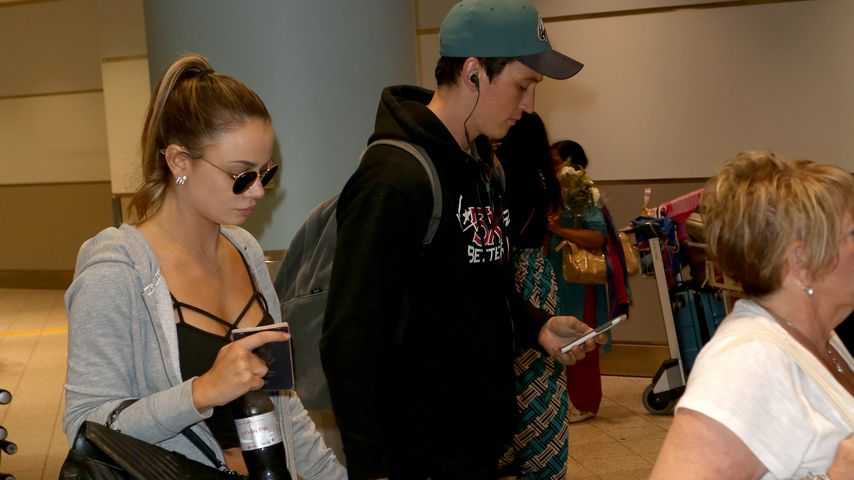 Keleigh Sperry und Miles Teller am Flughafen von Toronto