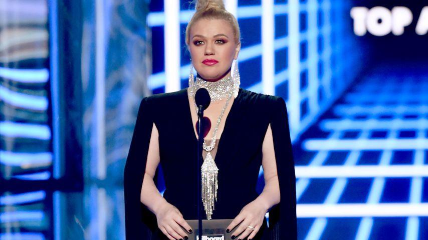 """Kelly Clarkson fühlt sich nach ihrer Not-OP """"schrecklich""""!"""