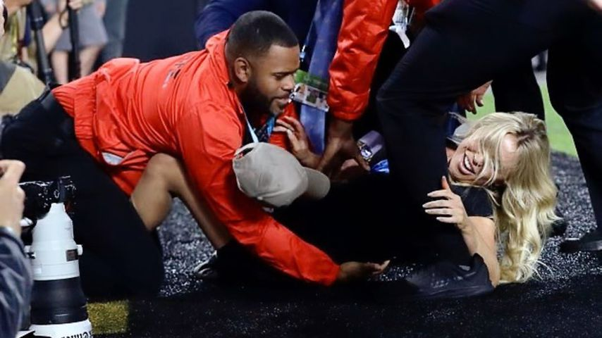 Keine Flitzer-Reue: Nacktes Model beim Super Bowl verhaftet!