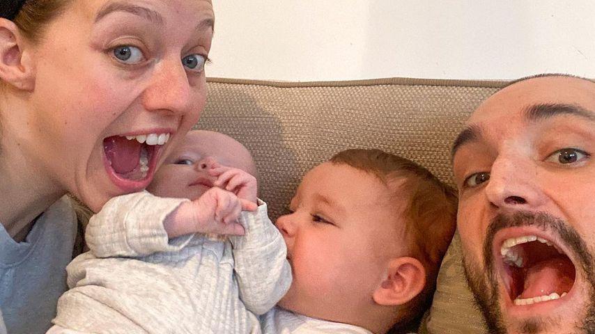 Kelsey und Tom Parker mit ihren zwei Kindern