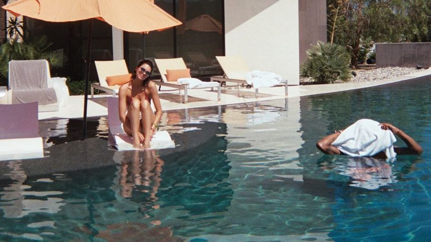 Kendall Jenner am Pool