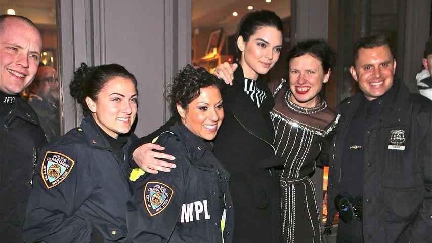 Oh! Was hat Kendall Jenner mit der Polizei am Hut?
