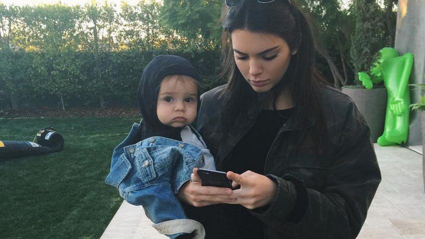 Total lässig! Kendall Jenner übt Mama-Sein mit Baby Reign