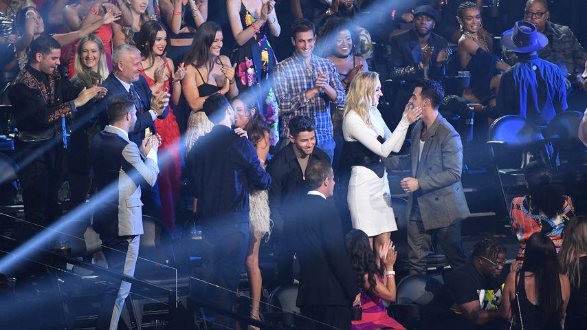 Kevin Jonas, Danielle Jonas, Nick Jonas, Sophie Turner und Joe Jonas bei den VMAs