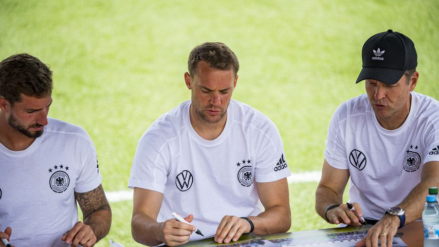 Kevin Trapp, Manuel Neuer und Oliver Bierhoff in Herzogenaurach