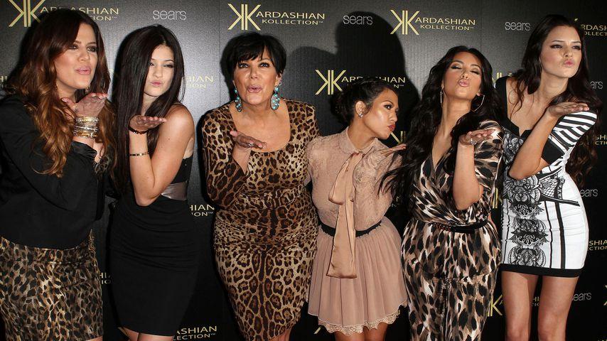 Khloe Kardasian, Kylie Jenner, Kris Kardashian, Kourtney Kardashian, Kim Kardashian & Kendall Jenner