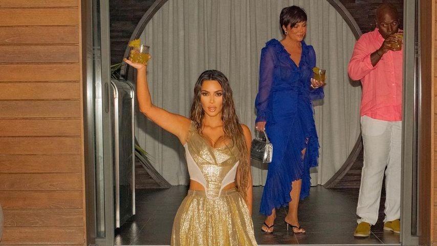 Kim Kardashian, Kris Jenner und ihr Freund Corey Gamble während Kims Geburtstagsparty