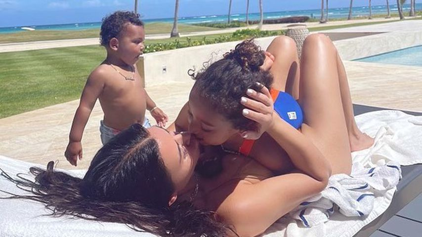 Kim Kardashian mit ihren Kindern Psalm und Chicago