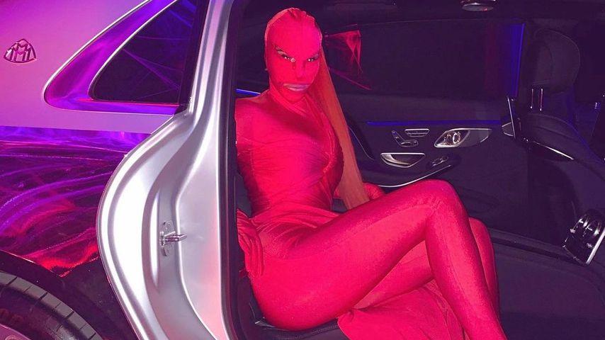 Knallroter Fetisch-Look: Das ist wirklich Kim Kardashian!