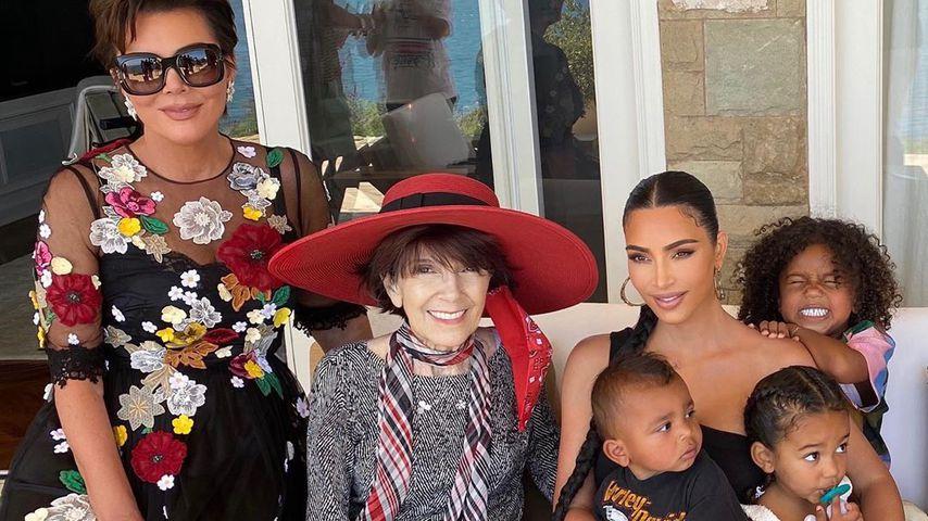 Trotz Ehekrise: Kim K. strahlt bei Familienfeier mit Oma MJ
