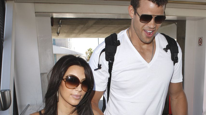 Kim Kardashian und Kris Humphries am Flughafen LAX im August 2011
