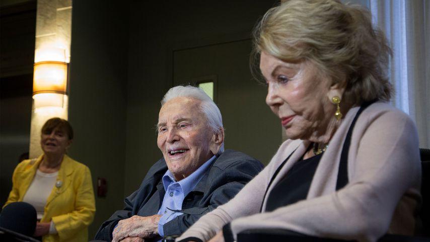 Kirk Douglas und Anne Buydens im Mai 2017 in Los Angeles