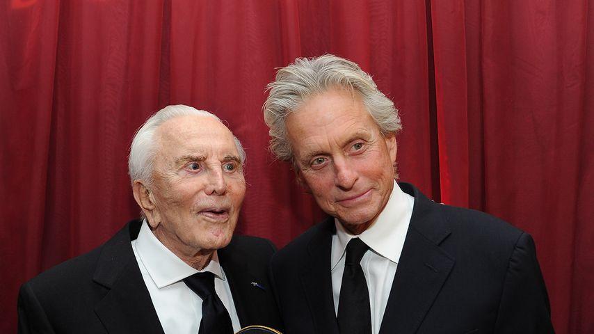 Kirk und Michael Douglas im Oktober 2011 in Santa Barbara