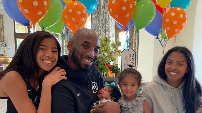 Kobe Bryant inmitten seiner Töchter