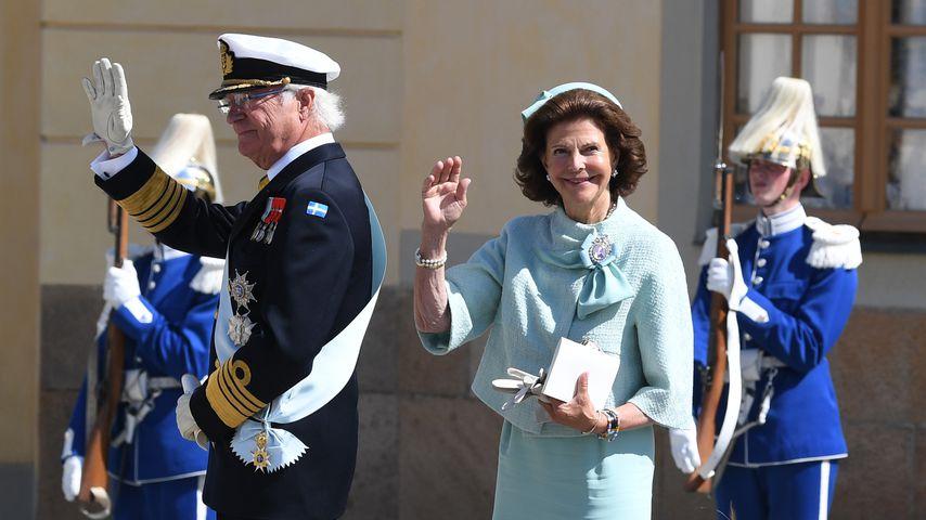 König Carl Gustaf XVI. und Königin Silvia von Schweden bei Prinz Julians Taufe