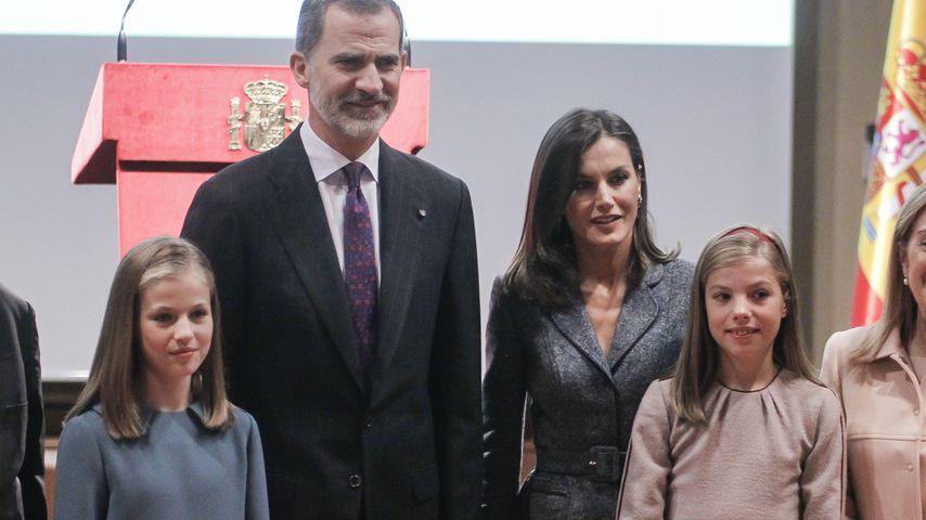König Felipe und Königin Letizia mit ihren Töchtern Leonor (l.) und Sofía in Madrid