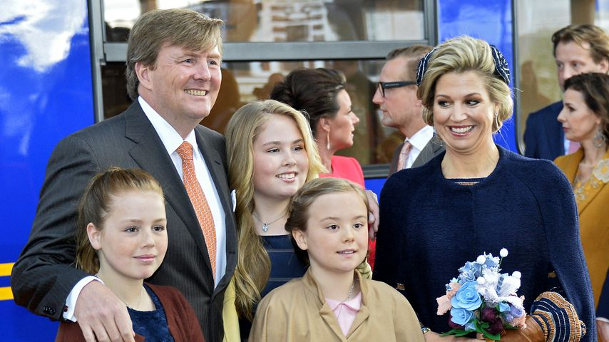 König Willem-Alexander und Königin Maxima mit ihren drei Töchtern