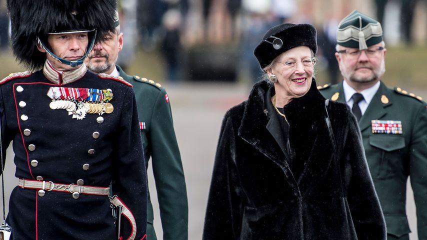 Königin Margrethe während einer Militärparade in Kopenhagen