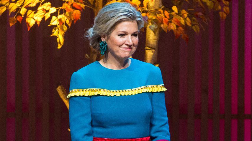 Farbenfroher Fransen-Style: Königin Maximas Kleid überrascht