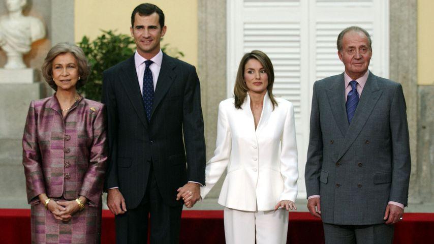 Sofia und Juan Carlos von Spanien mit König Felipe und Königin Letizia verkünden Verlobung, 2003