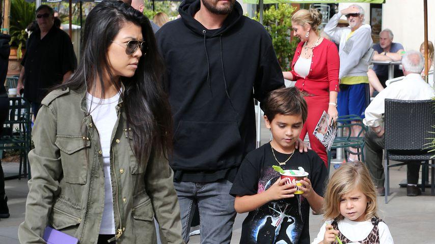 Kourtney Kardashian mit Scott, Mason und Penelope Disick