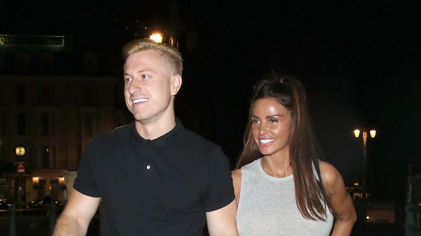 Hat sich Katie Price etwa heimlich mit ihrem Toyboy verlobt?