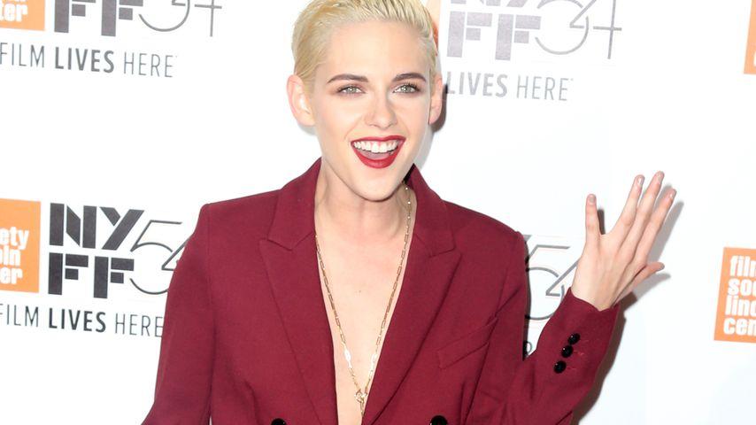 Nackt unterm Blazer: Kristen Stewart im gewagten BH-los-Look