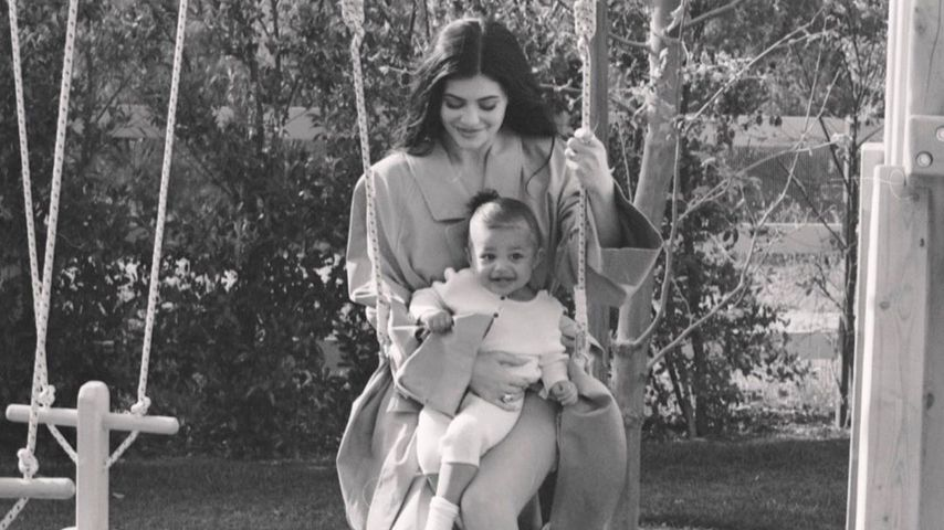 Wie süß! Hier crasht Stormi das Video von Mama Kylie Jenner