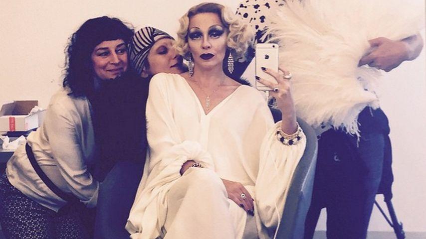 Nicht wiederzuerkennen! Welcher Star macht hier auf Marlene?
