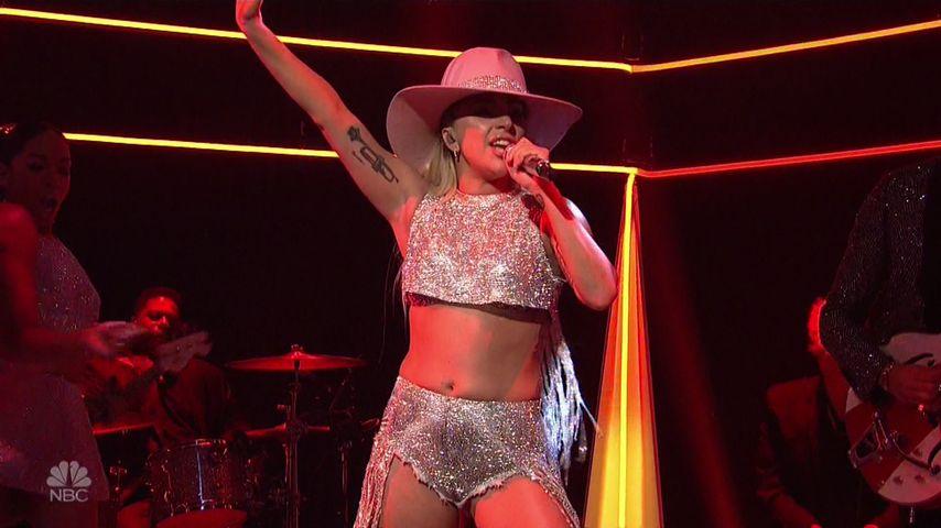 Lady GaGa: Stylist klebt ihre Unterhose im Intimbereich fest