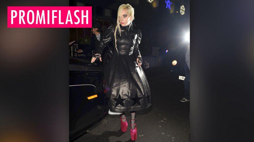 Lady Gaga stakst & stolpert vor sich hin