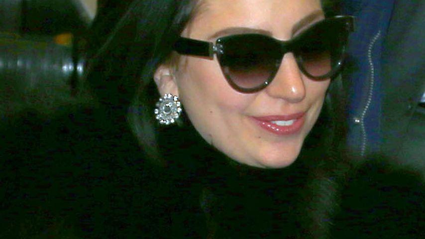 Verlobungsring! Lady GaGas geschicktes Hand-Posing