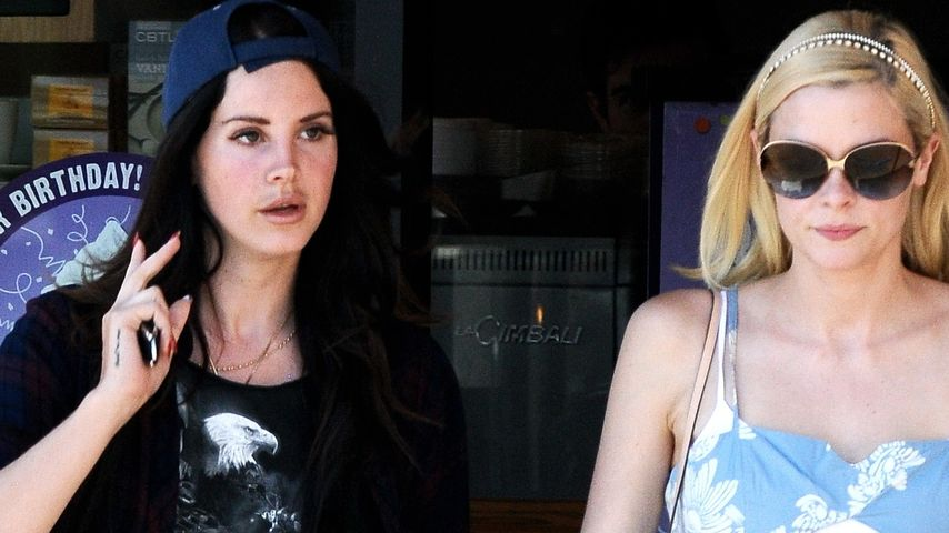 Süß! Jaime King & Lana Del Rey halten Händchen