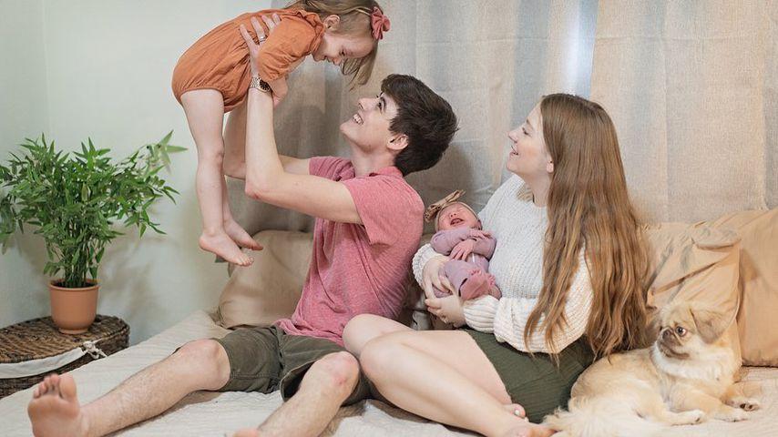 Landon und Camryn Clifford mit ihren Töchtern Collette und Delilah