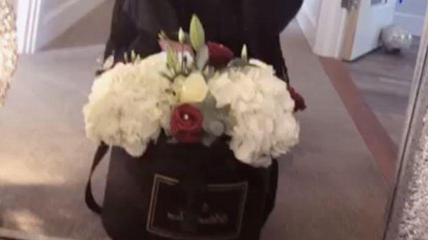 Lauren Goodger mit Blumen von Joel Morrison
