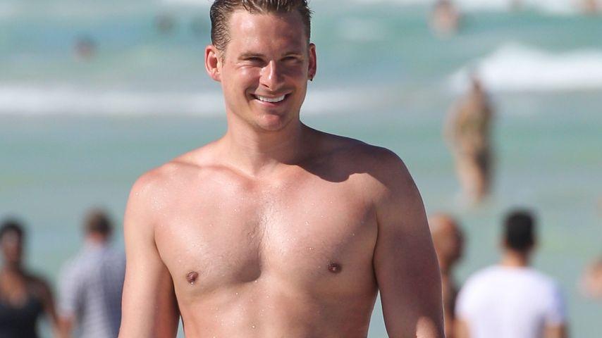 Hot: Lee Ryan & Duncan James shirtlos am Strand