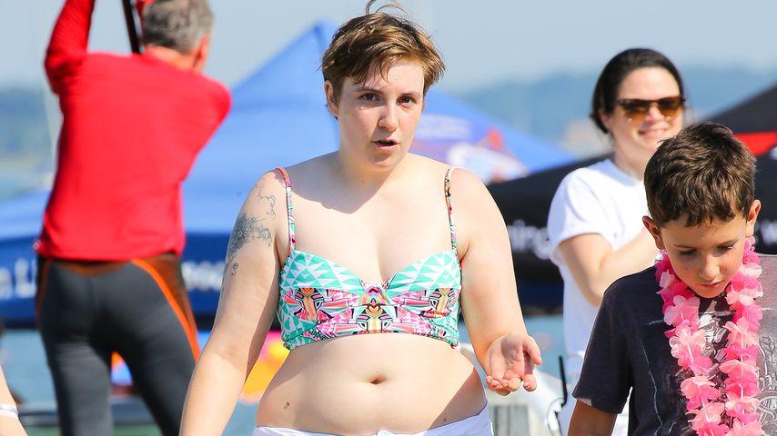 Wer braucht Size Zero? Lena Dunham entspannt im Bikini