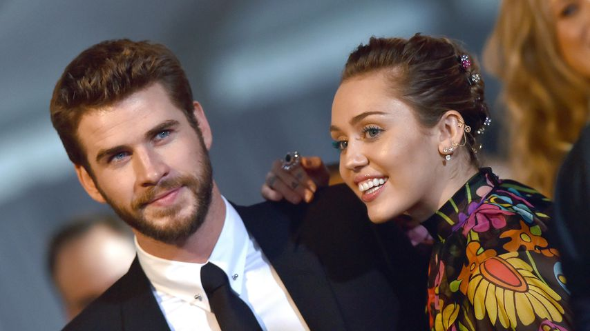 """Liam Hemsworth und Miley Cyrus bei der Weltpremiere von """"Thor: Ragnarok"""", 2017"""