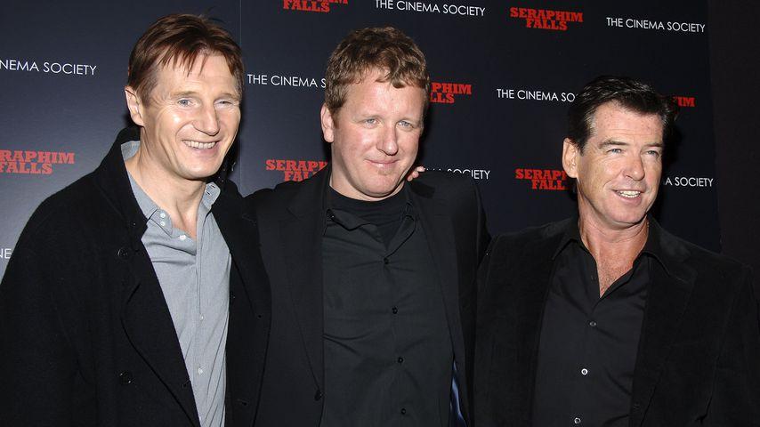 Liam Neeson, David Von Ancken und Pierce Brosnan im Jahr 2007
