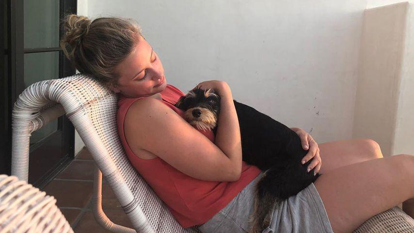Lili Reinhart mit ihrem Hund Milo