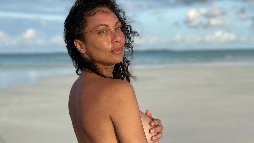 Hauch von nichts: Lilly Becker bedeckt Brüste nur mit Hand