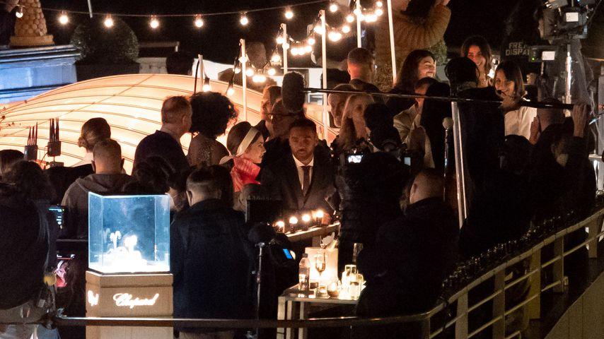 """Lily Collins beim """"Emily in Paris""""-Dreh auf einem Boot"""