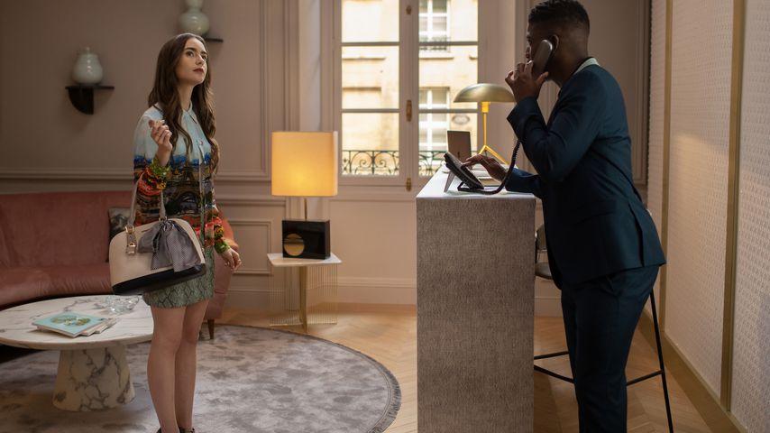 """Lily Collins als Emily an ihrem ersten Arbeitstag in der Serie """"Emily in Pars"""""""