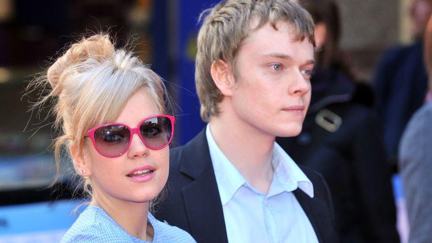 Lily und Alfie Allen im April 2008