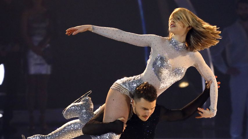 "Lina Larissa Strahl und Joti Polizoakis bei ""Dancing on Ice"""