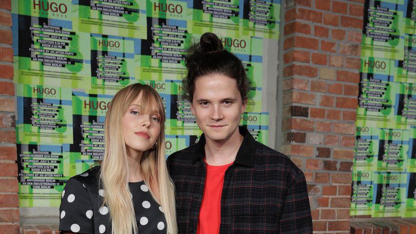 Die Schauspieler Lina Larissa Strahl und Tilman Pörzgen während der Berliner Fashion Week 2018