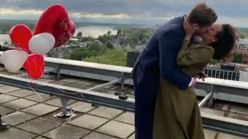 Linda Reschke und ihr Verlobter über den Dächern Düsseldorfs