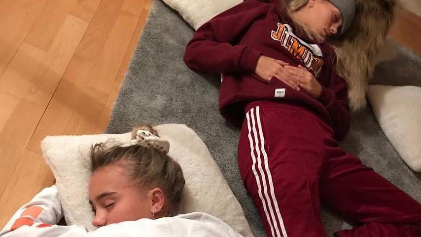 Total fertig: Lisa und Lena melden sich krank bei ihren Fans