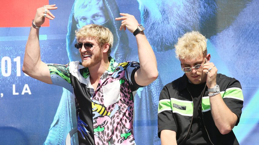 Logan Paul und Jake Paul bei einer Pressekonferenz in Los Angeles 2019